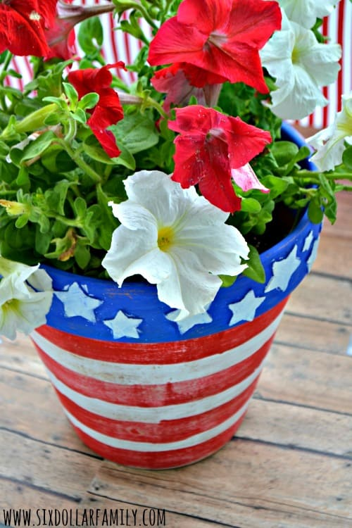 Ready for a super easy, but awesome patriotic craft? This DIY Stars & Stripes planner is perfect! Kid friendly and great for more than just the 4th of July!