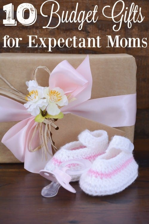 Looking for a cheap, but awesome gift for the expectant mom on your gift list? These 10 budget gifts for expectant moms are perfect! Most are under $20 each!