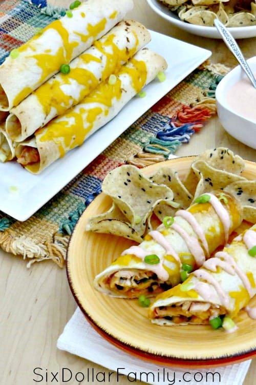Make dinner easy tonight with these delicious Chicken & Black Bean Taquitos! Served with a side of homemade sour cream sauce on the side to complete!
