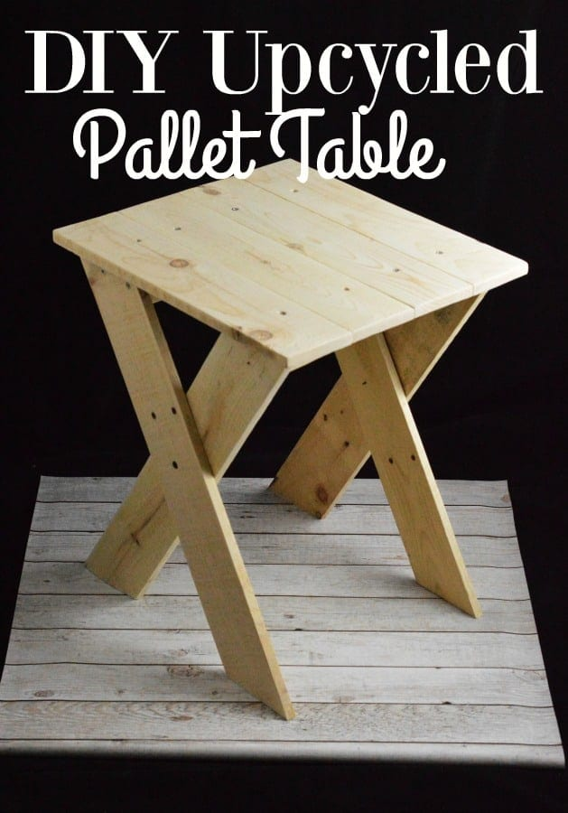 Pallet Table Project - Do you love a good pallet project like I do? If so you will LOVE this Pallet Table! It's quick and easy to make and works in so many different areas of your home!