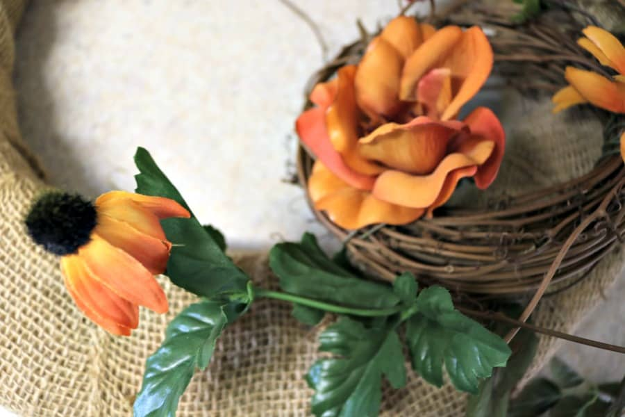 fall-home-decor-diy-burlap-fall-wreath-11