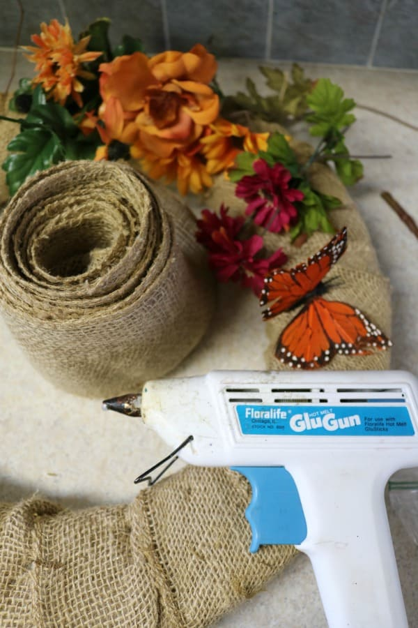 fall-home-decor-diy-burlap-fall-wreath-2