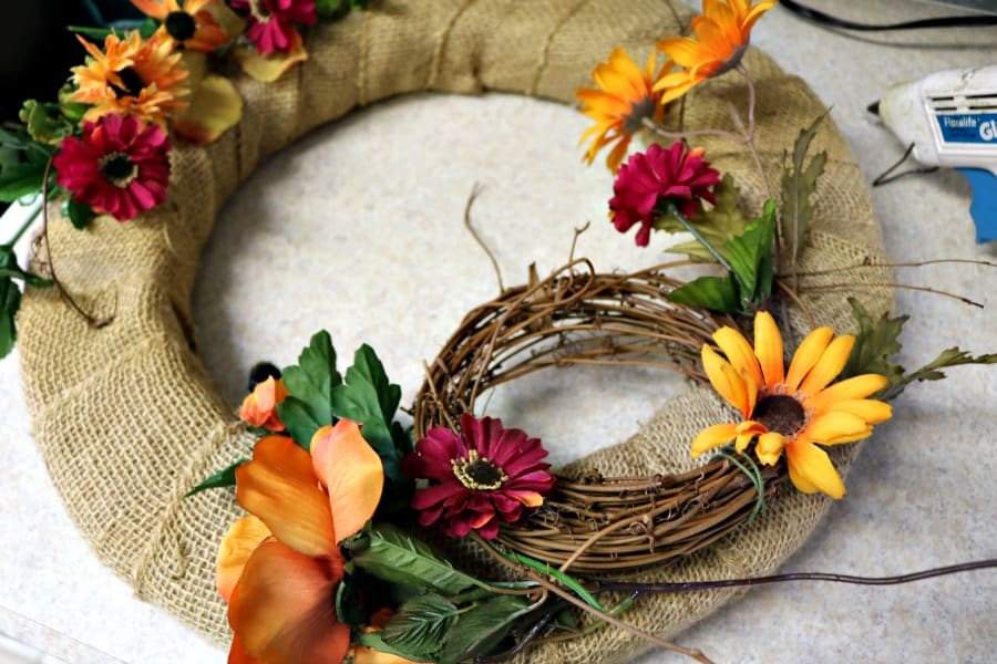 fall-home-decor-diy-burlap-fall-wreath-9