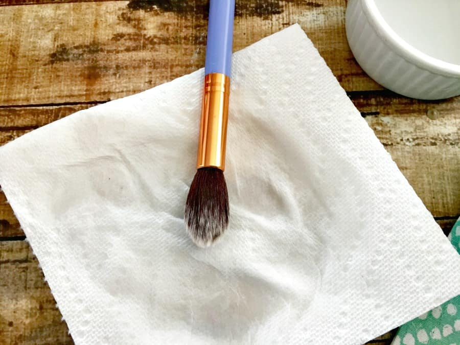 easy-way-to-clean-makeup-brushes-1