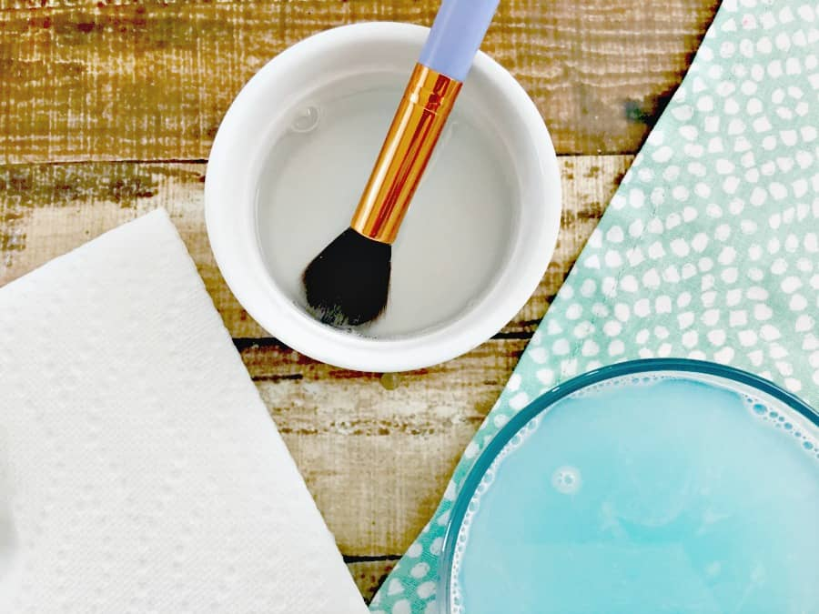 easy-way-to-clean-makeup-brushes-2