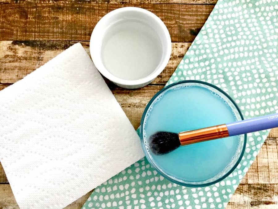 easy-way-to-clean-makeup-brushes-3