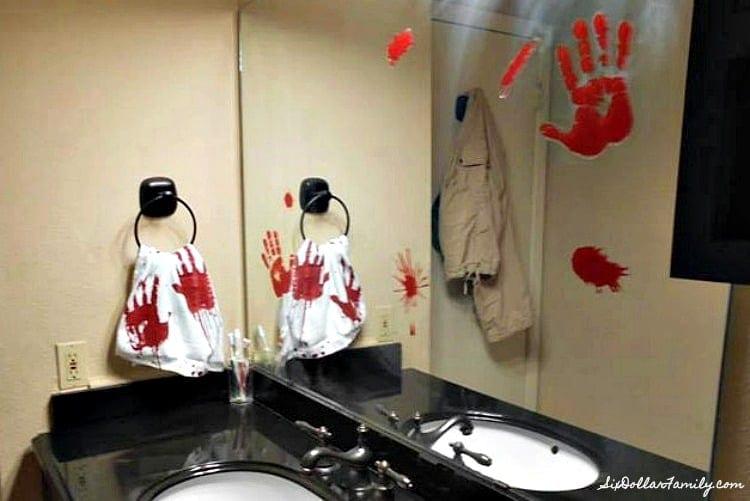 Résultats de recherche d'images pour «halloween bathroom decor»