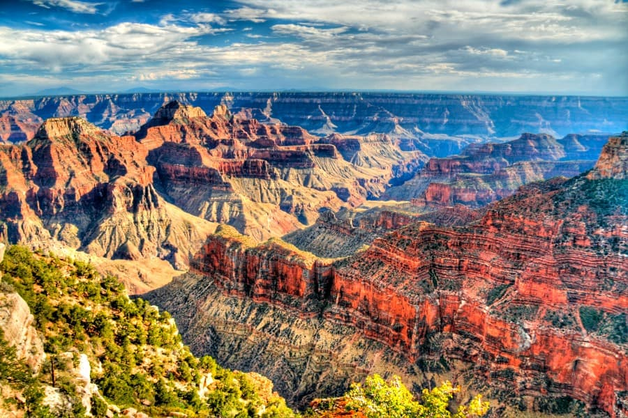 Best Family Road Trip Stops in the US - Pile in the car and let's go! These 30 Best Road Trip Stops in the US are just what you're looking for to have the perfect family vacation!